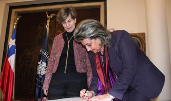 Colección pictórica del Palacio Vergara de Viña del Mar se luce en Congreso Nacional