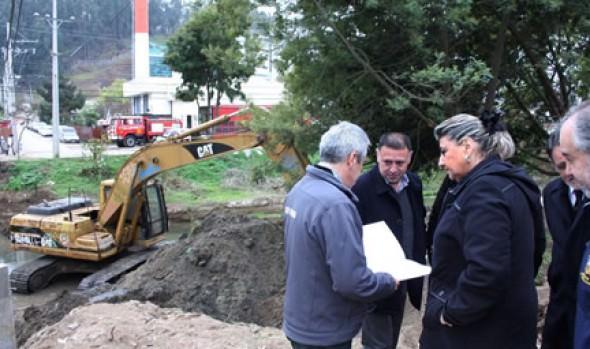 Estabilización de talud y trabajos de mantención en estero de Reñaca fueron inspeccionados por  alcaldesa Virginia Reginato