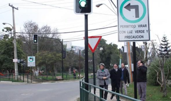 Municipio de Viña del Mar pone en funcionamiento nuevo semáforo en Reñaca