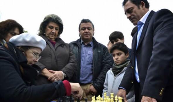 Aplicarán conceptos del ajedrez en alumnos de escuelas municipales de Viña del Mar para mejorar el aprendizaje