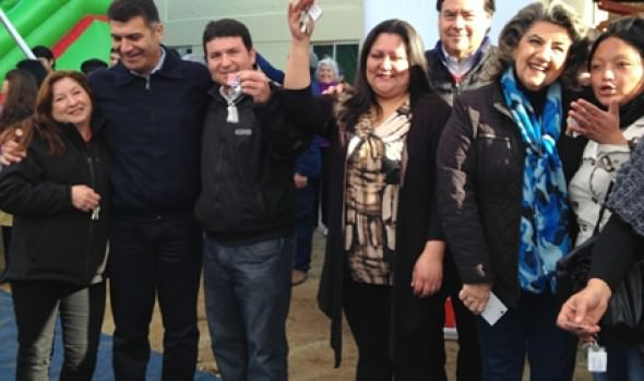 150 familias viñamarinas reciben de alcaldesa Virginia Reginato y Serviu las llaves de su casa propia