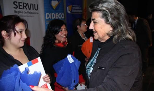 303 familias viñamarinas recibieron subsidios de cales media de parte de alcaldesa Virginia Reginato, Intendente y Serviu