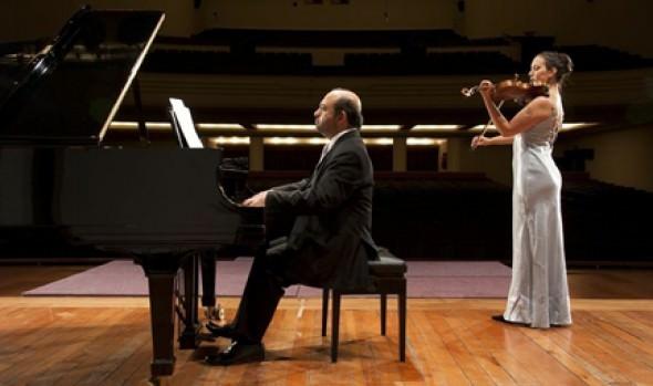 Municipalidad de Viña del Mar invita a concierto de pianista Alexandros Jusakos y violinista Ivanka Milosevic