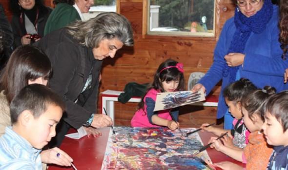 En Artequin alcaldesa Virginia Reginato compartió con niños de programa  que benefició a  222 párvulos de la JUNJI