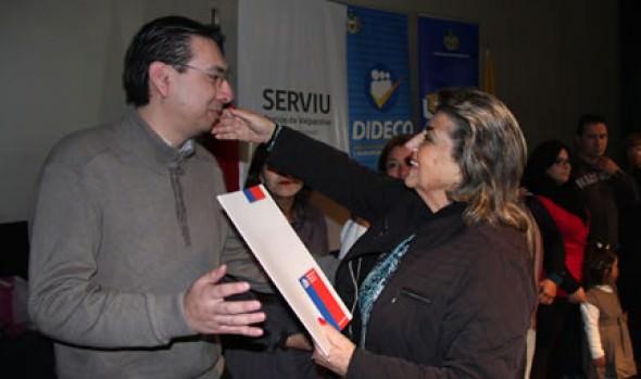 303 familias viñamarinas recibieron subsidios de clase media de parte de alcaldesa Virginia Reginato, Intendente y Serviu
