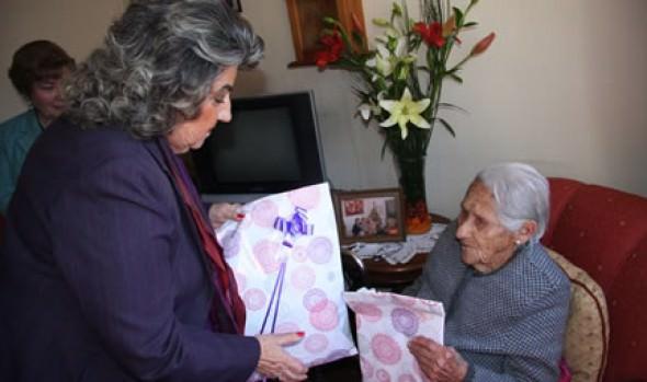 Vecina de Forestal que celebra  101 años de vida fue saludada por alcaldesa Virginia Reginato