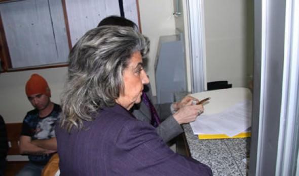 Querella contra empresa que vierte material a estero Marga Marga interpuso alcaldesa Virginia Reginato