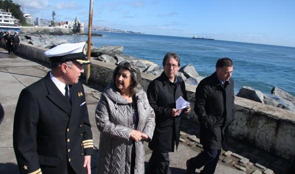 Armada y Municipalidad de Viña del Mar llaman a tener precaución por fuertes marejadas en el borde costero