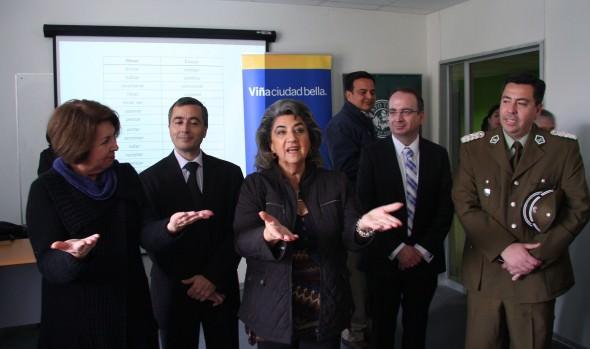 Curso de Lengua de Señas se imparte a funcionarios municipales, Pdi y Carabineros de Viña del Mar