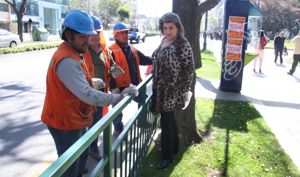 Refuerzan seguridad de transeúntes  con instalación de vallas peatonales