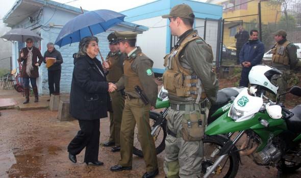 Carabineros y alcaldesa Virginia Reginato  llevan tranquilidad a vecinos de Forestal por futuro cuartel policial