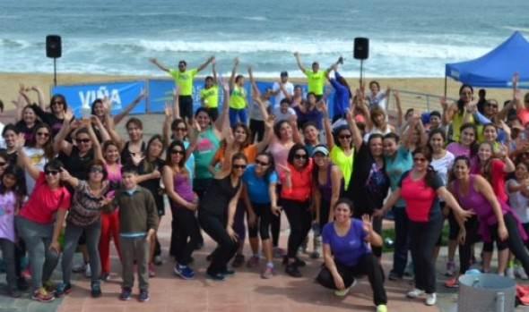 Municipalidad de Viña del Mar inicio programa de actividad física en el borde costero con masiva zumabtón