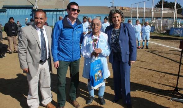 Campeonato  de fútbol Senior en homenaje a jugador de 78 años fue inaugurado por alcaldesa Virginia Reginato