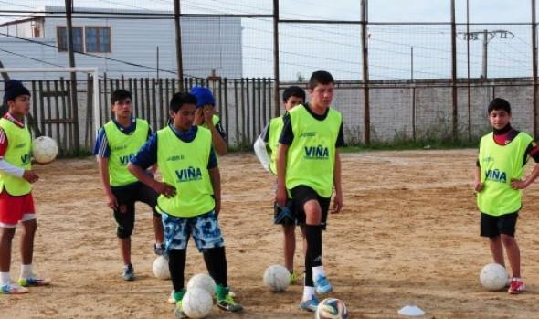 En Escuela de fútbol de la Municipalidad de Viña del Mar  practican los posibles cracks del futuro