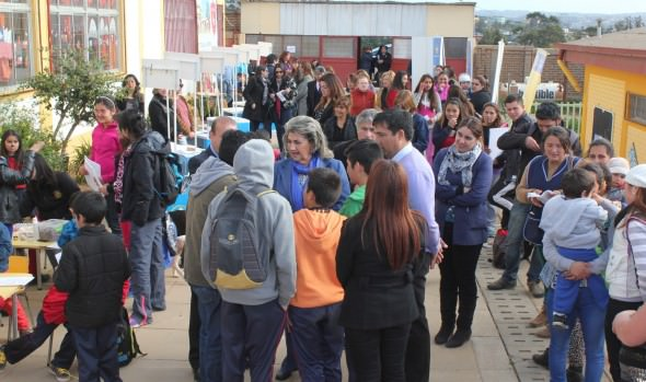 Grupos Prioritarios de la Municipalidad de Viña del Mar realizó  feria social de información a vecinos