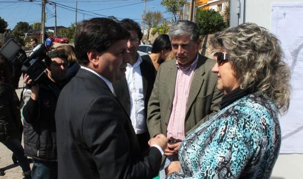 Reposición de calles Gregorio Marañon y Villa Monte fue anunciada por alcaldesa Virginia Reginato e intendente