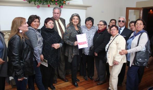 283 locatarios de dos emblemáticas ferias viñamarinas reciben recursos para mejorar sus puestos de trabajo