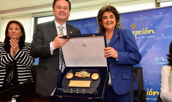 Convenio de cooperación con Municipalidad penquista firmó alcaldesa de Viña del Mar, Virginia Reginato en Concepción