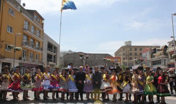Jóvenes campeones regionales de cueca saludaron  a Viña del Mar