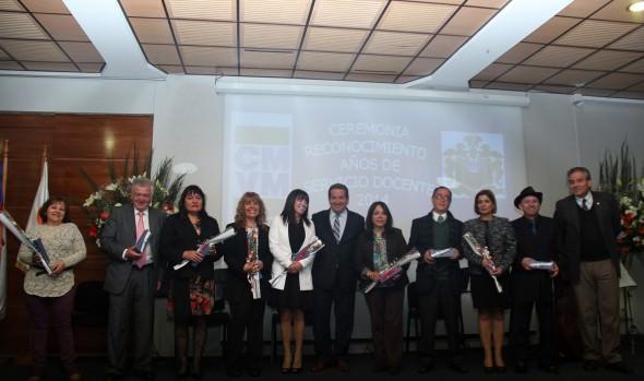 Destacados profesores viñamarinos recibieron  reconocimiento en su día