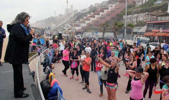 En masiva clase de zumba en Reñaca, participó  alcaldesa Viginia Reginato