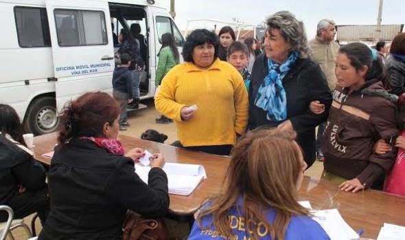 Comunidad de Campamento Manuel Bustos, recibió  operativo médico y social  encabezado por alcaldesa Virginia Reginato