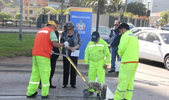 Municipio  de Viña del Mar fortalece demarcación vial en calles del borde costero