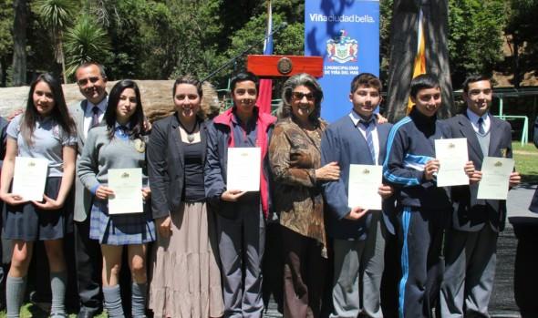 131 estudiantes de Viña del Mar recibieron beca Presidente de la República