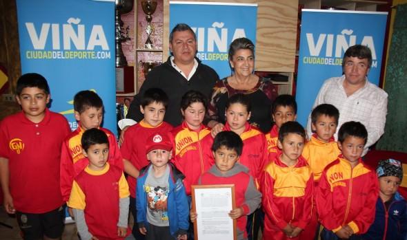 Club Deportivo Unión Glorias Navales recibió comodato de parte de alcaldesa Virginia Reginato