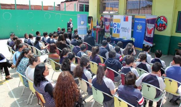 Escuela viñamarina recibe pionero programa de educación financiara implementado por el FOSIS