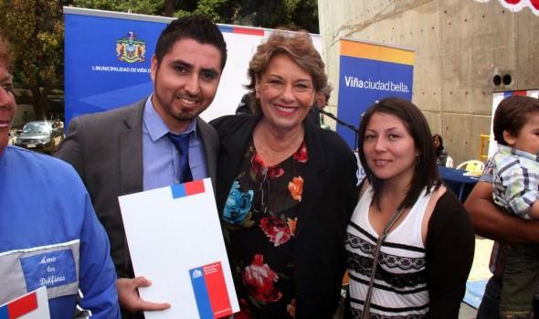 Familias viñamarinas de clase media recibieron subsidios habitacionales de alcaldesa Virginia Reginato y el Serviu