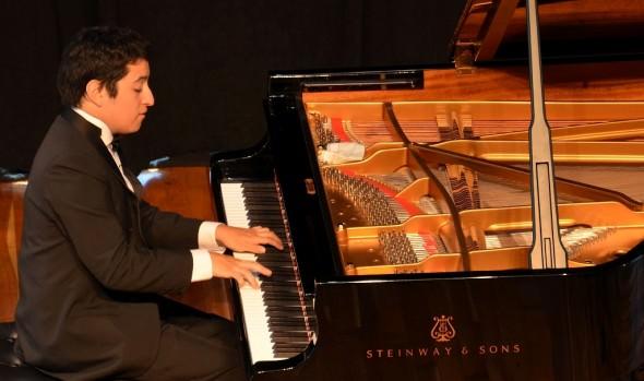 Municipalidad de Viña del Mar invita a concierto del pianista Simón Eckhardt