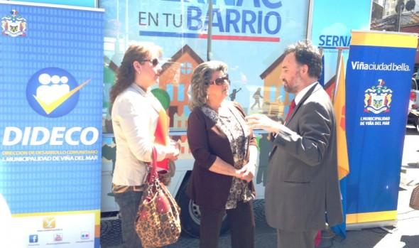 """Seremi de Economía y alcaldesa Virginia Reginato presentaron oficina  móvil  """"Sernac en tu barrio"""""""