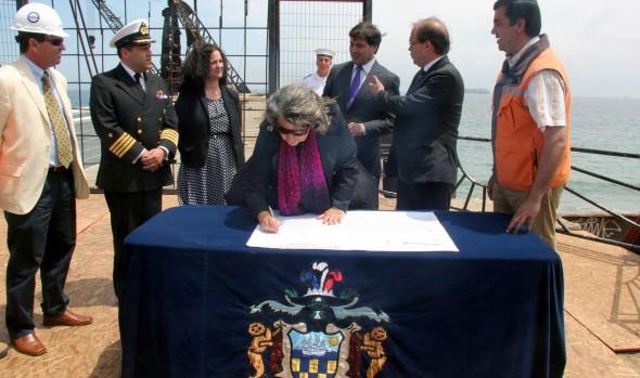 Obras de recuperación de Muelle Vergara fueron oficializadas  por Ministro de OOPP y alcaldesa Virginia Reginato
