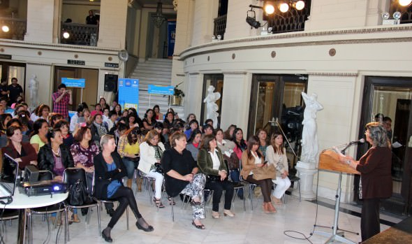 """Municipio de Viña del Mar desarrolló con éxito el encuentro comunal """"Mujer trabajadora y Jefa de hogar 2014"""""""