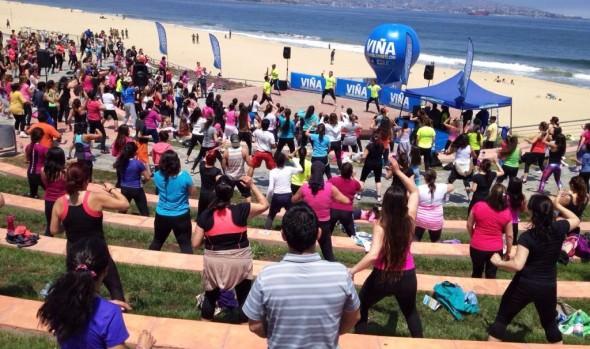Playa del Deporte se llenó de energía con las clases de zumba junto al mar