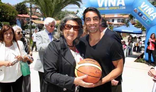 Remodelada cancha y plaza de Jardín del Mar  inauguró alcaldesa Virginia Reginato