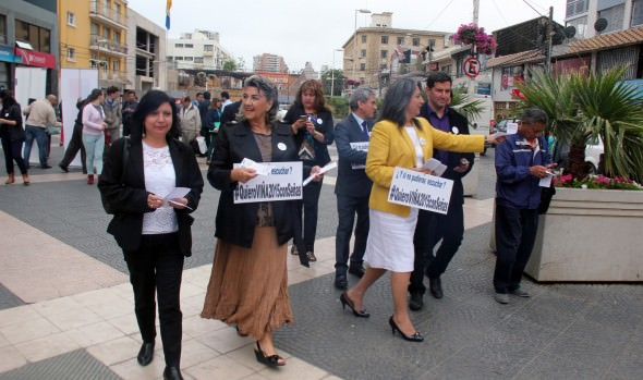 Autoridades lanzan campaña para incluir lengua de señas en la transmisión del Festival de Viña 2015