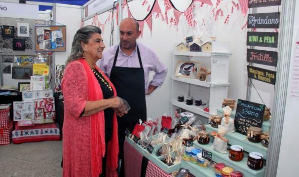 Bazar navideño inauguró alcaldesa Virginia Reginato en Plaza O'Higgins  de Viña del Mar