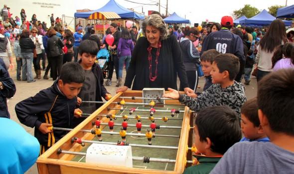 Municipalidad de Viña del Mar lleva la Navidad a los barrios de la comuna