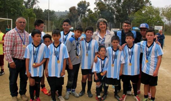 Nuevo muro perimetral de estadio El Bosque de Santa Inés fue entregado por alcaldesa Virginia Reginato