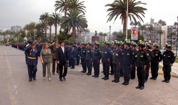 Llaves de camioneta para Cuerpo de bomberos de Viña entregó alcaldesa Virginia Reginato para los 130 años de la institución