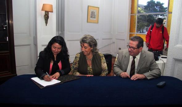 Trabajadores asistentes de la educación de Viña del Mar recibirán importantes beneficios tras nuevo convenio con Corporación Municipal