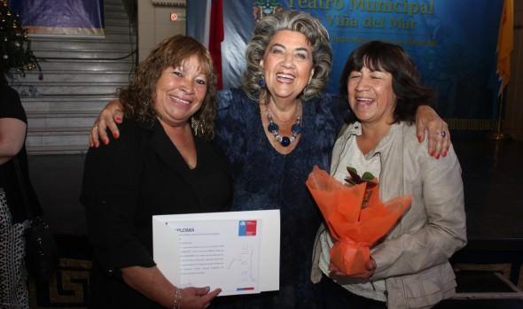 45 familias viñamarinas recibieron subsidio de recuperación de condominios sociales de parte de alcaldesa Virginia Reginato y Minvu