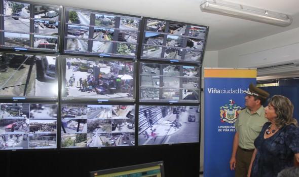 Monitoreo de nuevas cámaras de televigilancia en Viña del Mar fue inspeccionado por alcaldesa Virginia Reginato