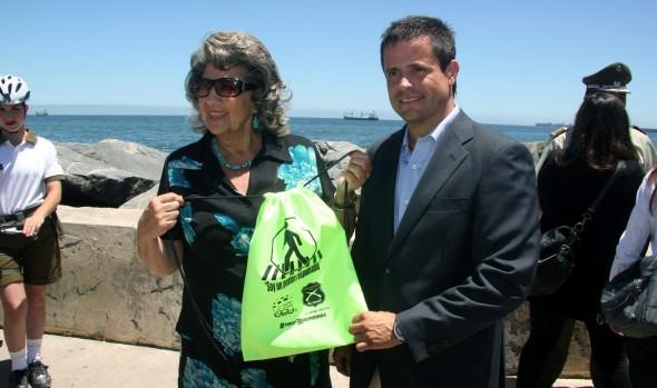 Campaña de peatón responsable para noche de Año Nuevo es apoyada por alcaldesa Virginia Reginato