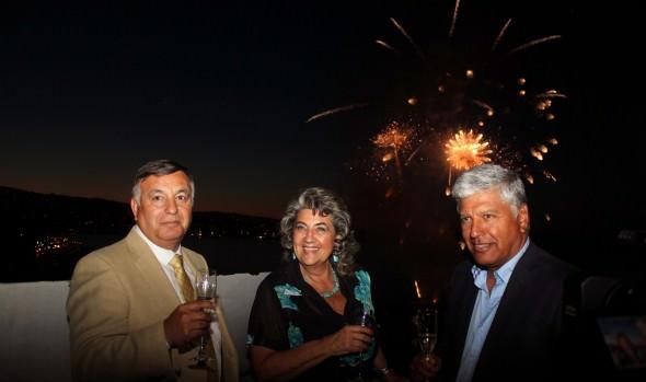 Municipios de Viña del Mar, Valparaíso y Concón realizaron colorido adelanto de espectáculo Año Nuevo en el mar
