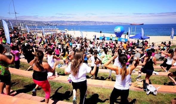 Municipalidad de Viña del Mar despidió el año de los aficionados de la zumba con ritmo, energía y buena música