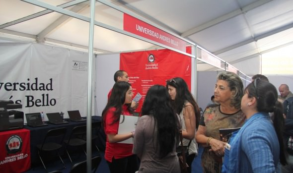 Para apoyar a jóvenes, alcaldesa Virginia Reginato visitó Feria de postulación y matrícula de educación superior