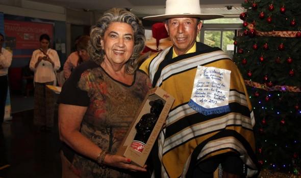 Folclorista viñamarino batió su récord de 1500 cuecas bailadas durante este año